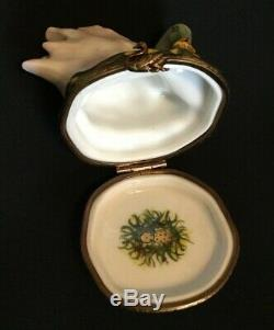 A L Limoges France Beautiful Pearlized Mother Swan & Baby Peint Main Trinket Box