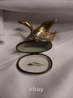 Beautiful Limoges France Chamart Exlusif Swan Trinket Box Gold Guilt