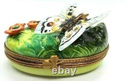 Butterfly on Oval Limoges Box (Retired)