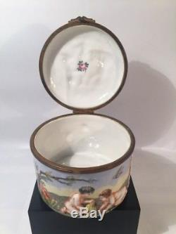 Capodimonte Porcelain round box with raised details. In good condition