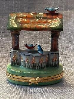 LIMITED EDITON 19/1000 Artoria Limoges Peint Main Wishing Well Trinket Box