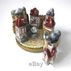 LIMOGES France 4-Hinged Trinket Box Medieval Village Knight Clasp Peint Main