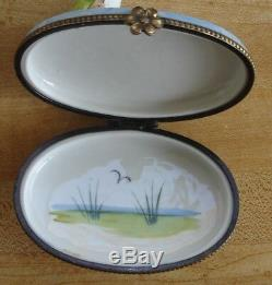 Limoges Decor Main Frogs Trinket Box - 2 1/2 by 3