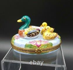 Limoges Import Peint Main Mother Duck & Baby Chicks Trinket Box MINT
