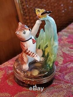 Limoges Peint Main Depose Cat Playing w Butterfly Trinket Box Porcelain