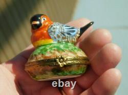 Limoges Trinket Box- Little Bird Peint Main Signed France Brass Clasp