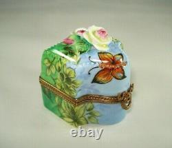 Limoges Trinket Box Peint Main GV Butterfly, 3-D Roses & 3 Mini Bottles