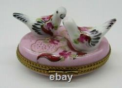 Limoges Two Love Birds Doves Peint Main France CM Hinged Trinket Box