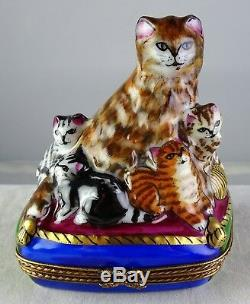Mother Cat with Litter Peint Main Limoges Collectible Porcelain Trinket Box