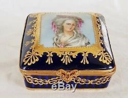 Paris Portrait Medaillon Jewellery Trinket box of porcelain