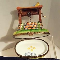 Peint Main Limoges Chanille Wishing Well Yellow Bird Flowers Trinket Box