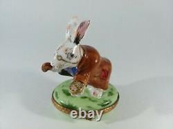 Peint Main White Rabbit Alice in Wonderland Limoges Trinket Jewelry Box France