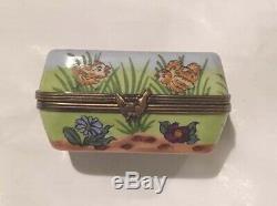 ROCHARD Peint Main Limoges France Egg Carton 6 Oeufs Frais Trinket Porcelain Box