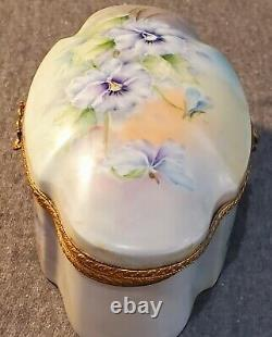 Vintage Limoges Dresser Box Hand Painted Gold Trim with Wreath Hasp