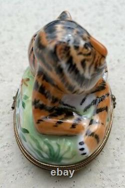 Vintage Resting Bengal Tiger LIMOGES Peint Main Box Signed Clasp FRANCE No. 38